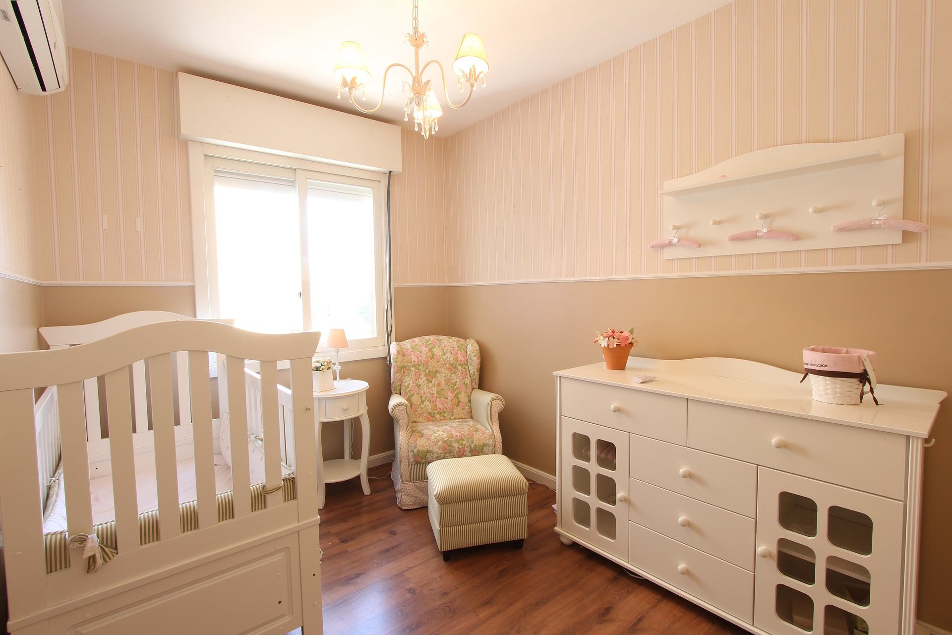camera bebelusului - sfatulparintilor.ro - pixabay_com - room-669427_1920
