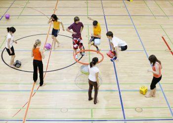 copiii pot invata prin sport - sfatulparintilor.ro - pixabay_com - team-538078_1920