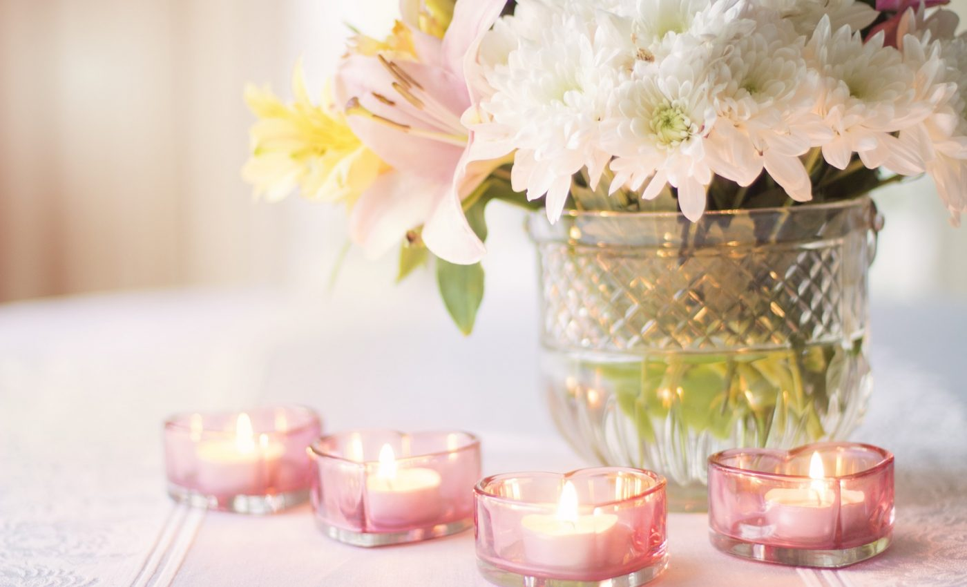 lumanari parfumate - sfatulparintilor.ro - pixabay_com - flowers-1951456_1920