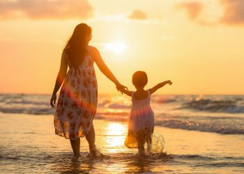 cum sa cresti o fiica cu incredere de sine - sfatulparintilor.ro - pixabay_com - adult-1807500_1920
