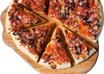 sfatulparintilor.ro-pizza-branza-sunca-masline-stockfreeimages.com