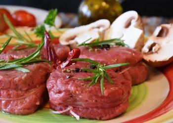 Dieta hiperproteica - sfatulparintilor.ro - pixabay-com - steak-1766894_1920