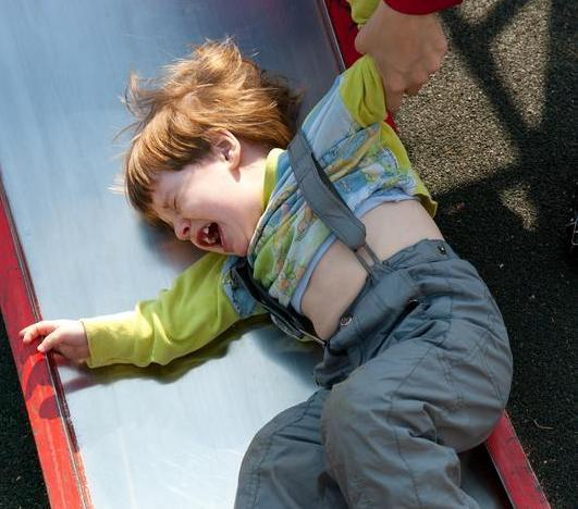 sfatulparintilor.ro - Educaţie copii: Cum să faci faţă crizelor copiilor