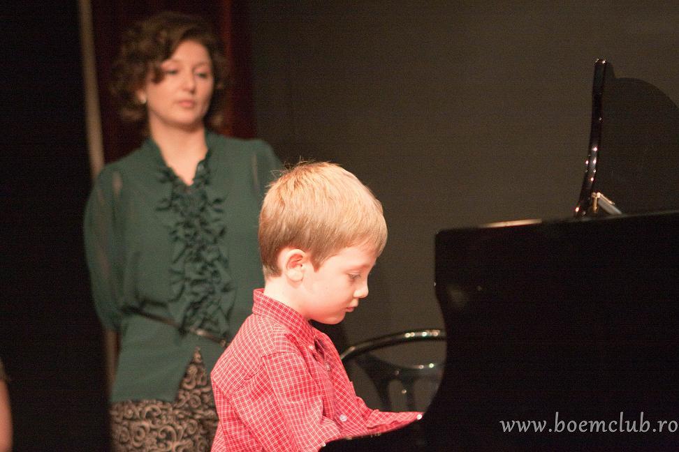 sfatulparintilor.ro - Stefan Condeescu, Premiul de Excelenta la pian la doar 6 ani