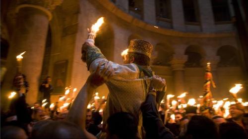 sfatulparintilor.ro-Ceremonia Sfintei Lumini la Ierusalim- Matthew Goddard-Jones, National Geogrpahic