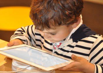 Despre internet - sfatulparintilor.ro - pixabay_com - child-1183465_1920