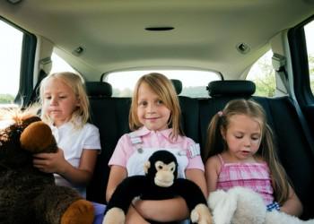 sfatulparintilor.ro - 4 accidente auto la care nu te gândeşti, dar care pot răni copiii