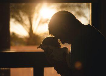 Cum te poate ajuta tatal - sfatulparintilor.ro - pixabay_com - baby-2616673_1920