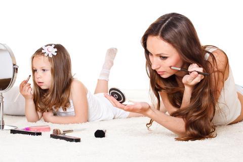 sfatulparintilor.ro-Părinţi şi copii: 8 obiceiuri ale părinţilor periculoase pentru copii