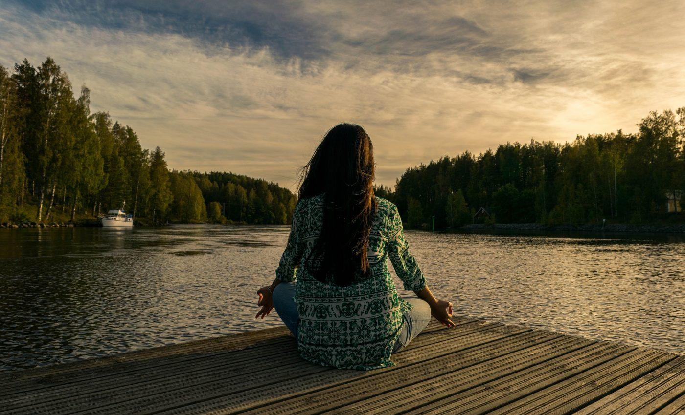 cum sa te relaxezi - sfatulparintilor.ro - pixabay_com - yoga-2176668_1920