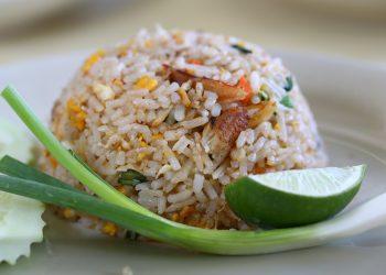 OREZ CU LEGUME - SFATULPARINTILOR.RO - pixabay_com - fried-rice-3023040_1920