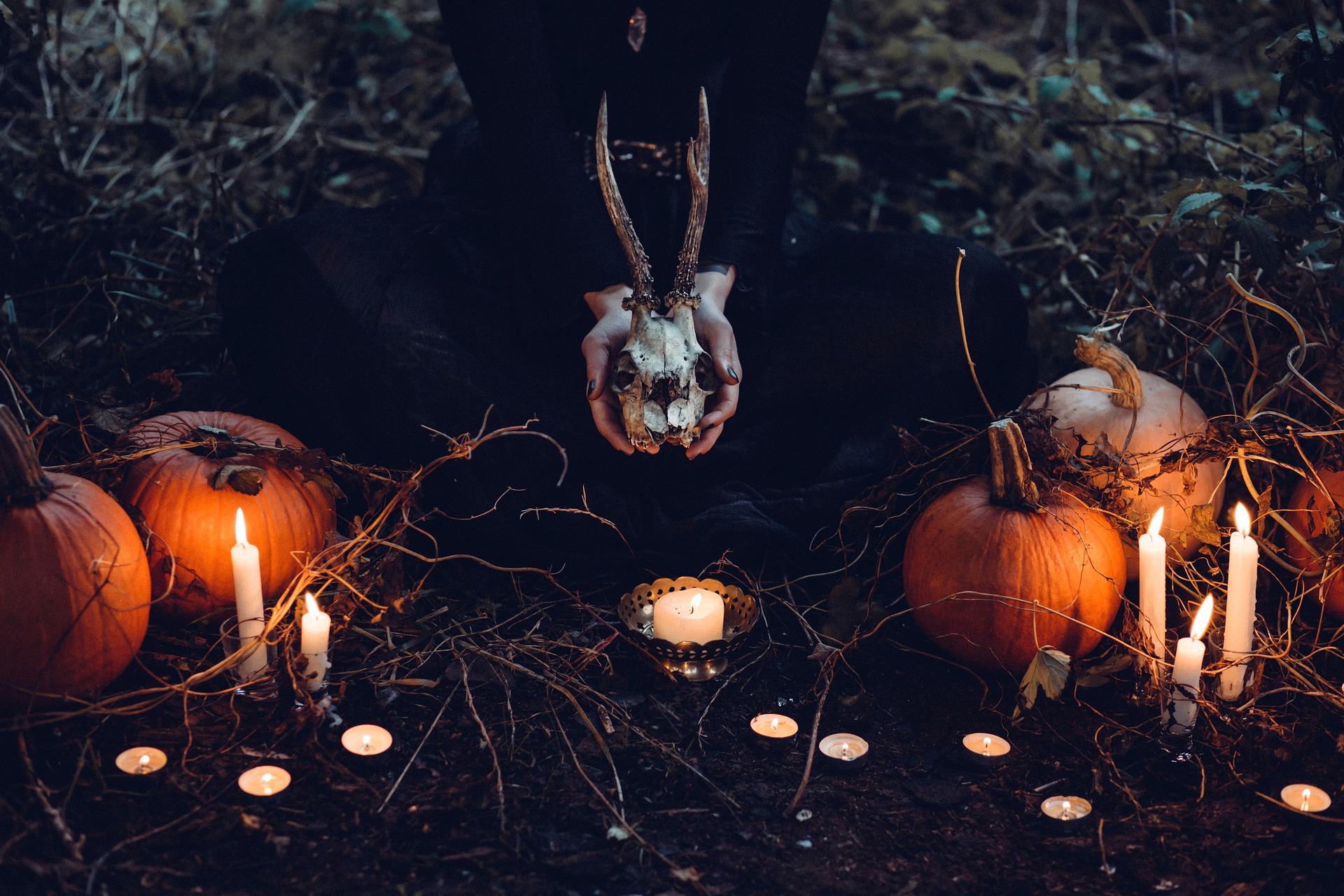 halloween - sfatulparintilor.ro - pixabay_com - candle-1868640_1920