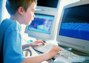 sfatulparintilor.ro - copii pericol internet - freestockphotos.biz