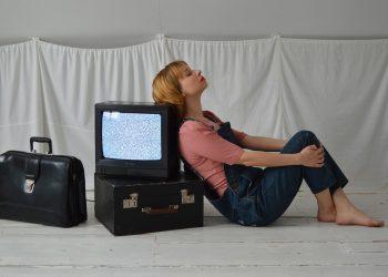 beneficii ale televizorului - sfatulparintilor.ro - pixabay_com - retro-5894867_1920