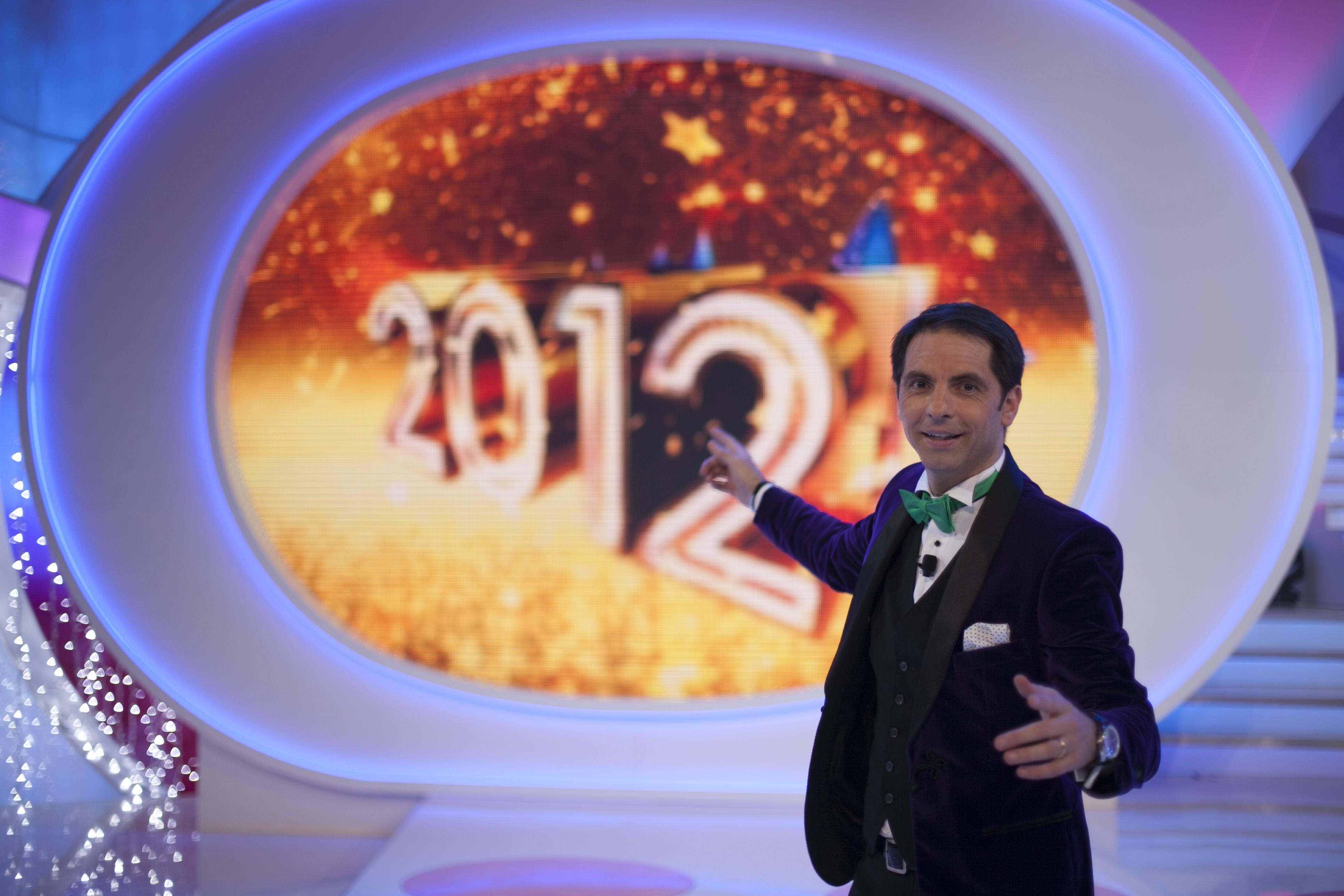 sfatulparintilor.ro-Dan Negru aduce Revelionul care bate ghinionul