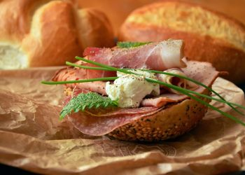 aditivii alimentari - sfatulparintilor.ro - pixabay_com - sausage-1341091_1920