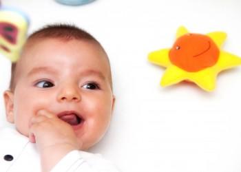 sfatulparintilor.ro - Afla cum sa iti mentii bebelusul sanatos pe timpul iernii cu Chicco - stockfreeimages_com