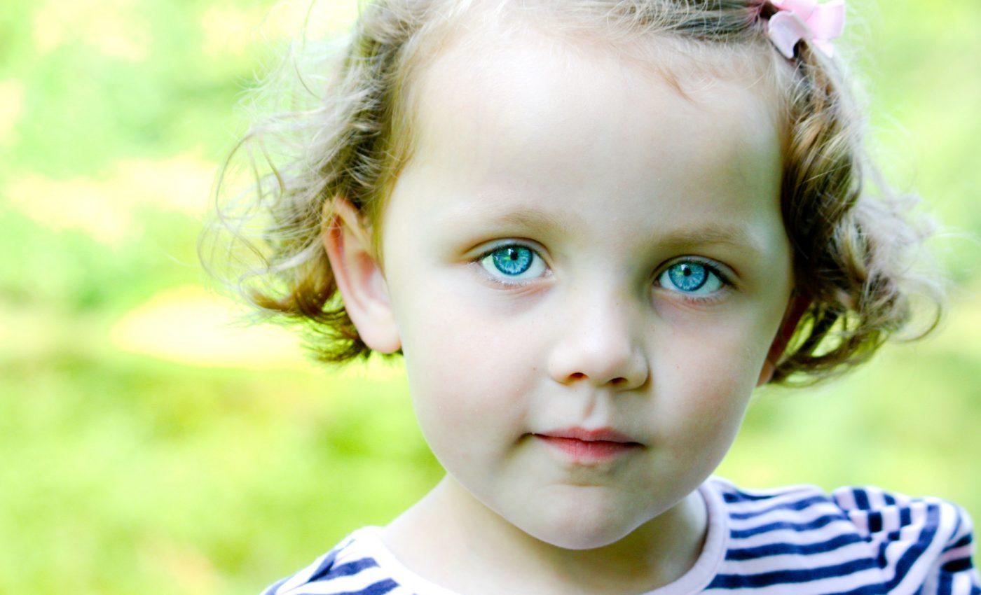De ce se nasc copiii cu ochi albastri
