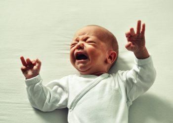 de ce plange copilul