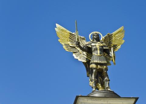 sfatulprintilor.ro - ingeri pazitori semne zodiacale - dreamstime.com