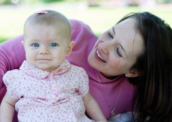 sfatulparintilor.ro - mama fiica - educatie copii - stockfreeimages.com