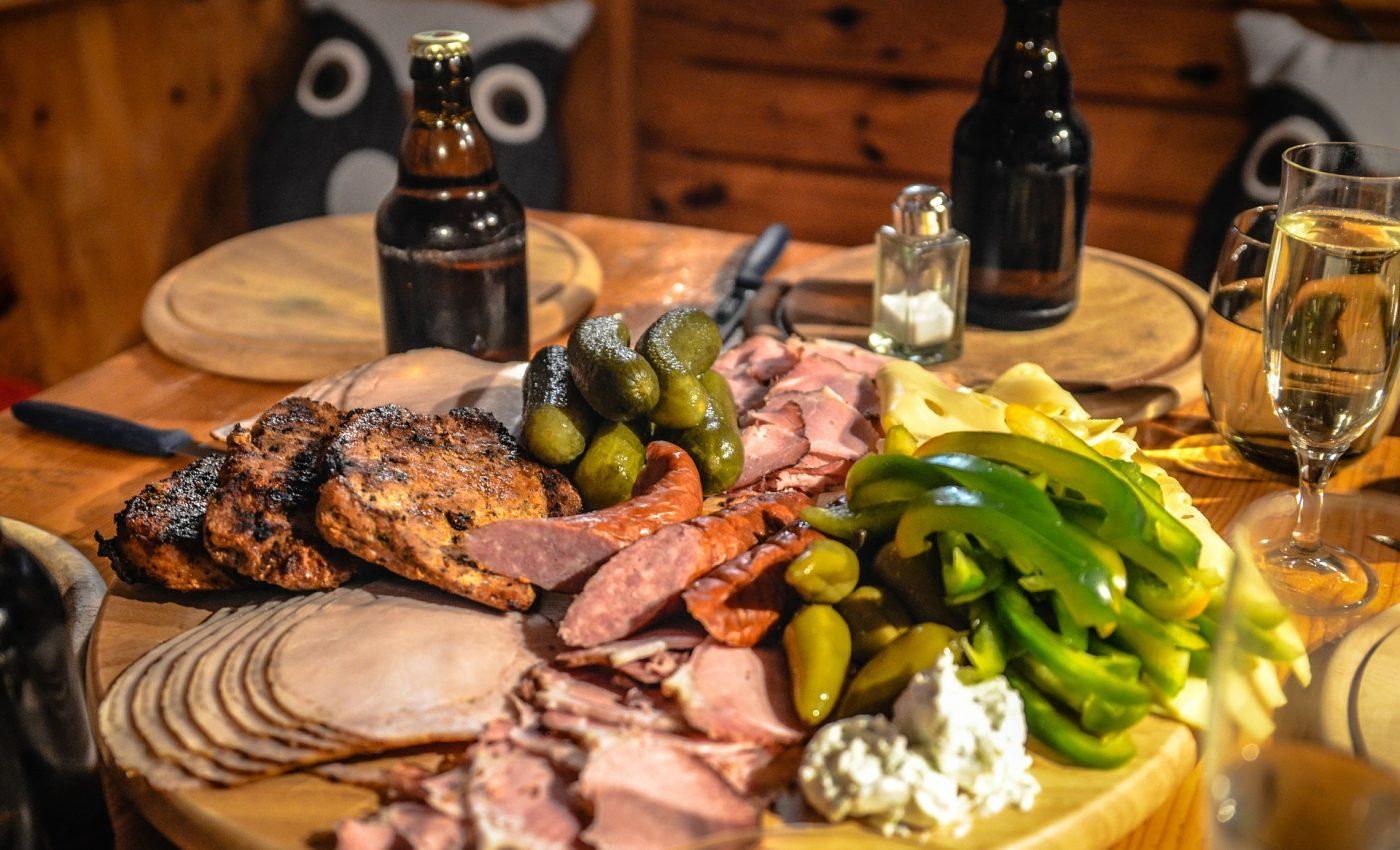 tipuri de carne - sfatulparintilor.ro - pixabay-com - charcuterie-338498_1920