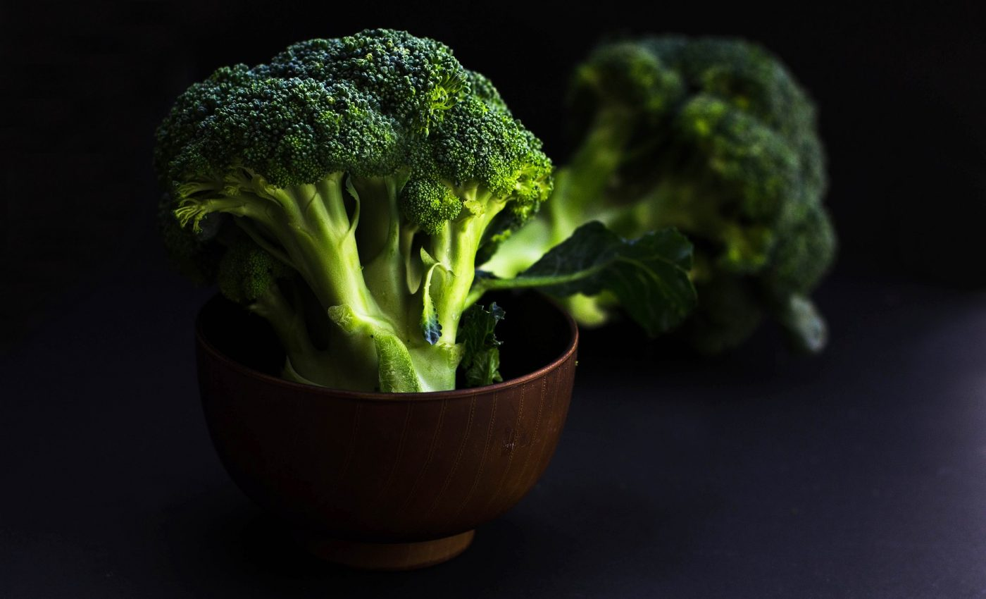 cum sa gatesti broccoli - sfatulparintilor.ro - pixabay_com - bowl-of-broccoli-2584307_1920