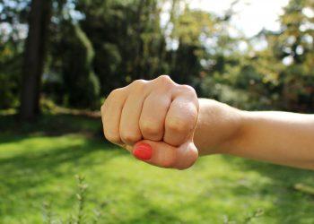 Cand copilul devine violent - SFATULPARINTILOR.RO - PIXABAY-COM - fist-bump-1195446