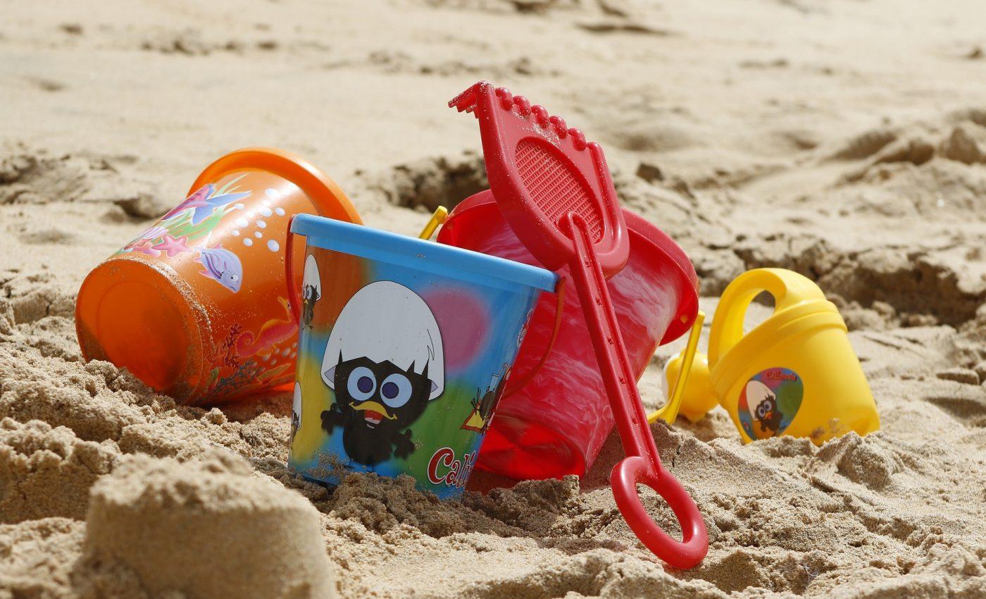 jocuri la plaja - sfatulparintilor.ro - pixabay-com - bucket-1005891_1920