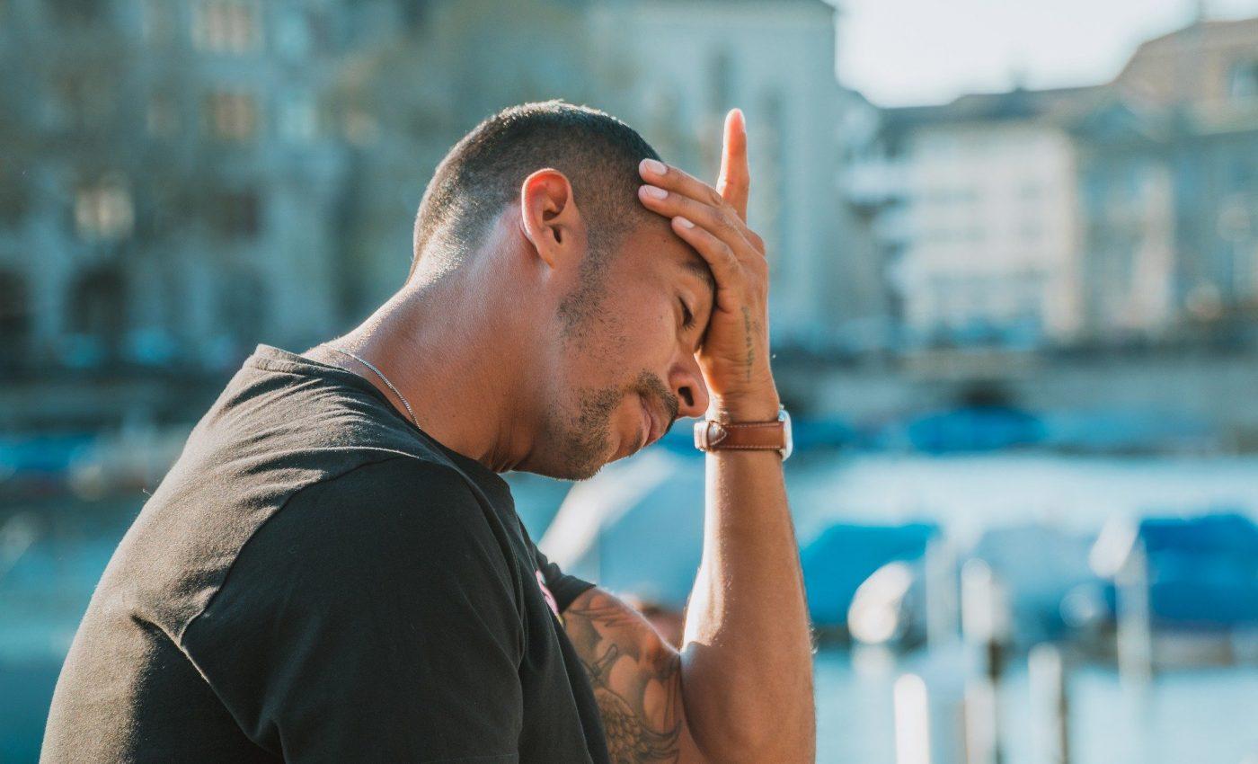 soluţii pentru a scăpa de durerile de cap - sfatulparintilor.ro - pixabay_com - desperate-5011953_1920