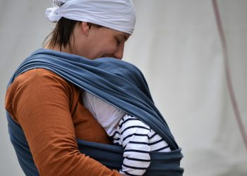 Marsupiu pentru bebelusi