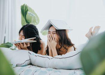 obiceiuri deosebit de enervante - sfatulparintilor.ro - pixabay-com - girls-5845644_1920