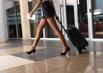 femei picioare mers - sfatulparintilor.ro - photl_com