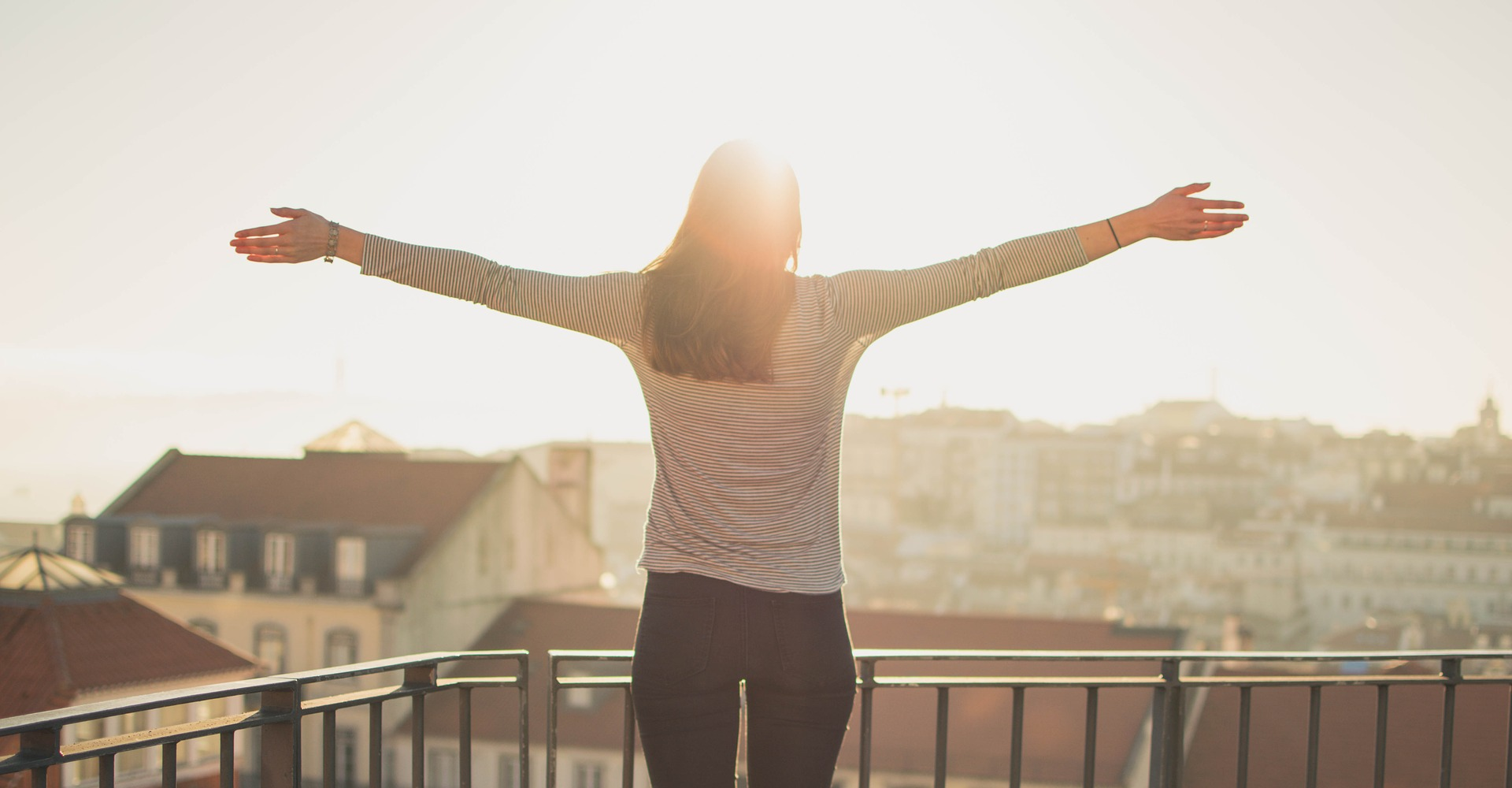 Cum sa-ti incepi ziua cu bucurie - sfatulparintilor.ro - pixabay_com - balcony-1834990_1920