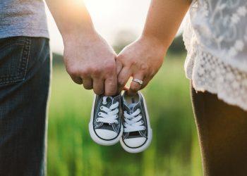 sa ai copii - sfatulparintilor.ro - pixabay_com - holding-hands-918990_1920