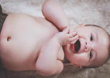 Cand invata bebe sa se rostogoleasca