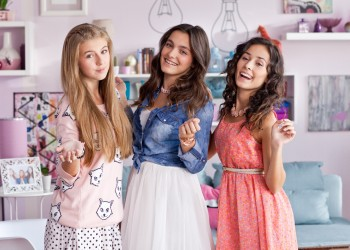 Adina, Alexis si Andra