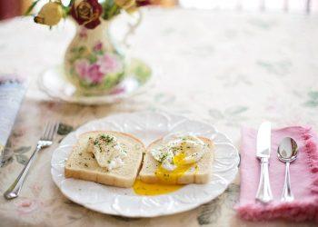 Ce se intampla cu organismul tau daca mananci oua - sfatulparintilor.ro - pixabay_com - poached-eggs-on-toast-739401_1920
