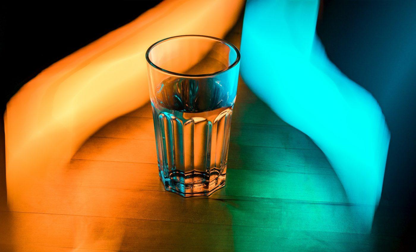 Hidratare in exces - sfatulparintilor.ro - pixabay_com - glass-1730494_1920