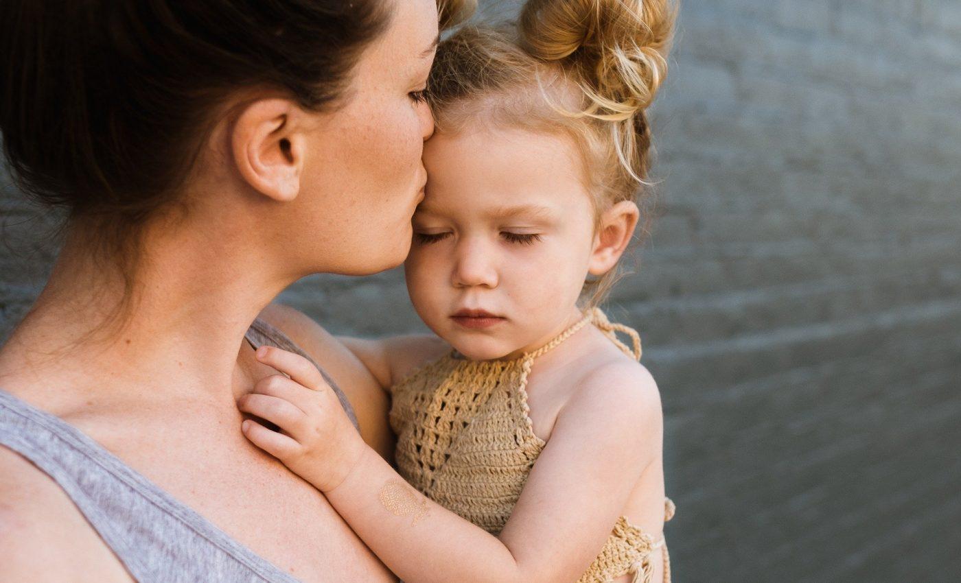 Cum sa le spui copiilor TE IUBESC - sfatulparintilor.ro - pixabay-com - people-2566854_1920