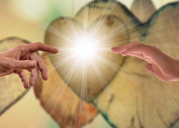 Ajutorul divin - sfatulparintilor.ro - pixabay_com - faith-3772000_1920