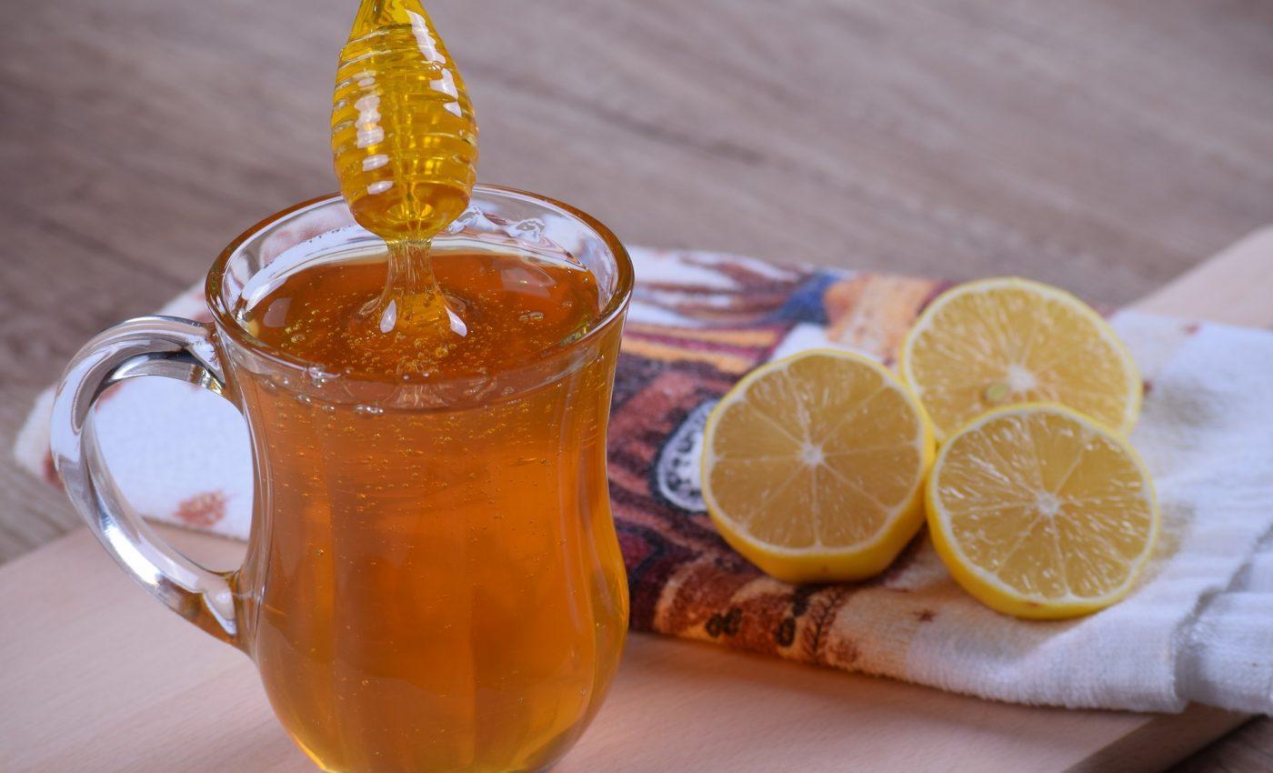 Cum te ajută apa cu miere să slăbeşti