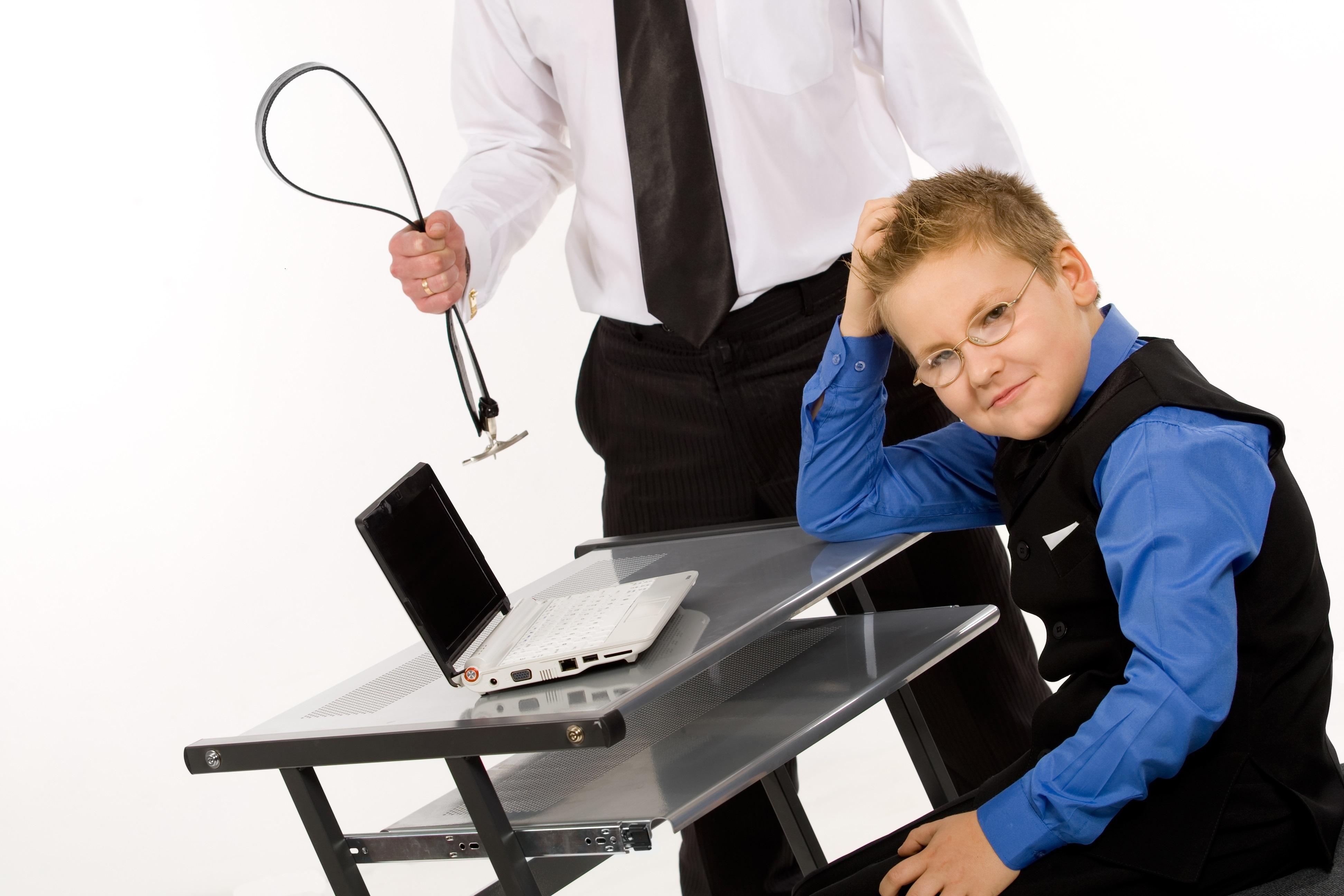 sfatulparintilor.ro-educatie-copii-bataie-stockfreeimages_com