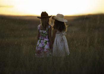 lectii de viata pentru fete - sfatulparintilor.ro - pixabay_com - sisters-931151_1920