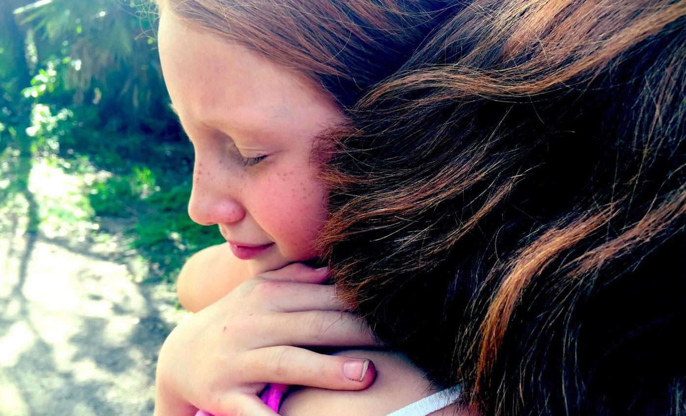 nu trebuie sa ceri iertare- sfatulparintilor.ro - pixabay_com - hug-1315545_1920