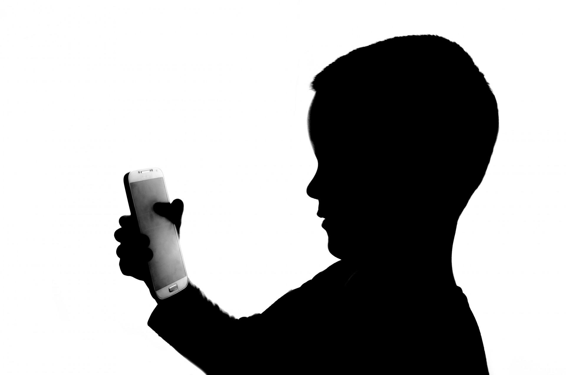 copii mobil - sfatulparintilor.ro - pixabay_com