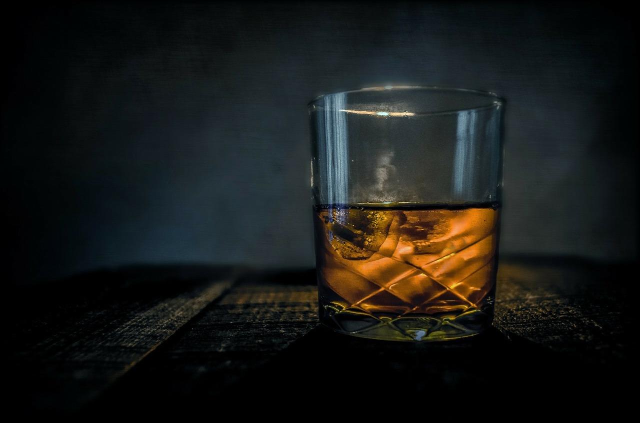 whiskey gheata - sfatulparintilor.ro - pixabay_com