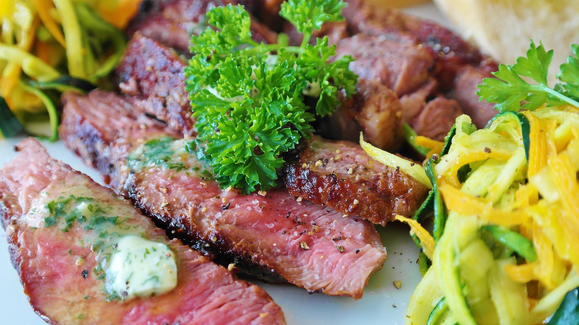 alimente bogate in potasiu - sfatulparintilor.ro - pixabay_com - steak-3640560_1920