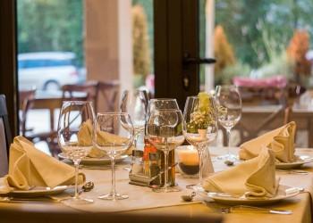 restaurant - sfatulparintilor.ro - pixabay_com