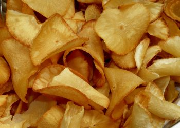 alternative sanatoase la chipsurile de cartofi - sfatulparintilorlor.ro - pixabay_com - cassava-285040_1920